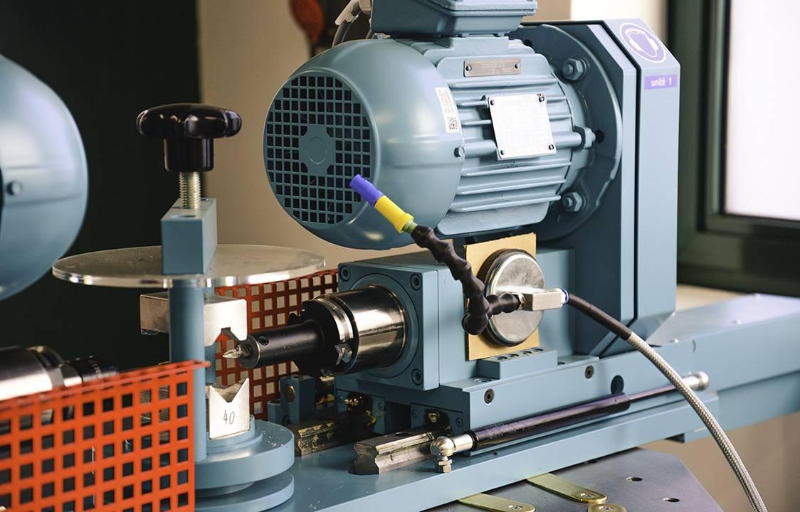 Machine de découpe,d'un banc de perçage fluo et de taraudage automatisés.